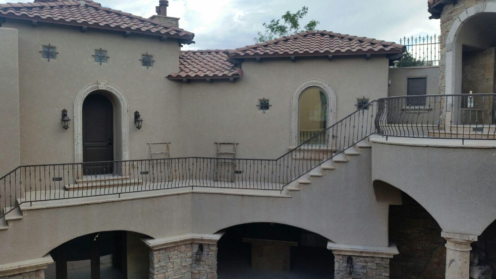 Oxbow Bluff house pic in courtyard. Residential tint
