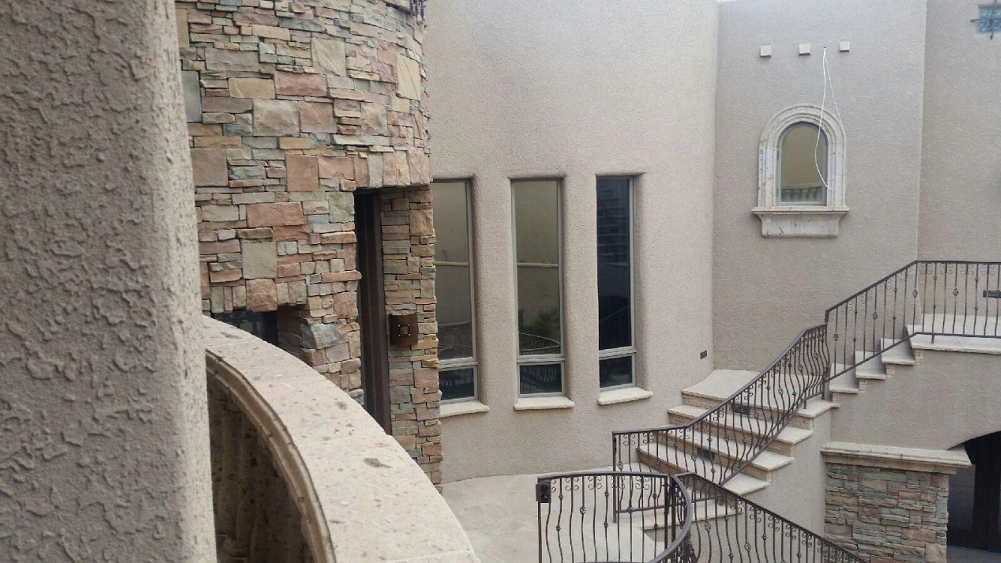 Oxbow Bluff residential tint pic in courtyard 2.